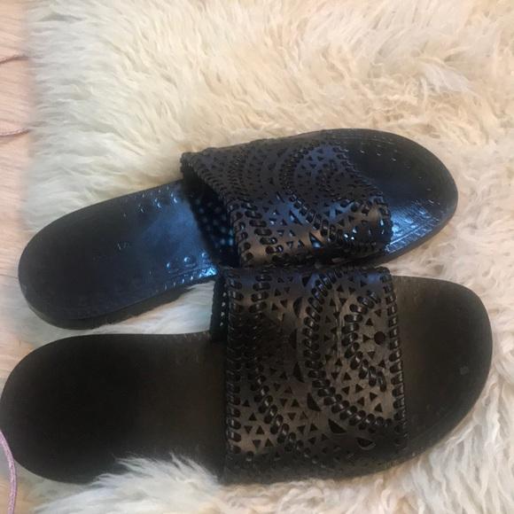 37edd013b79ae Alaia shoes. Alaia. M_5d052c459d3b787a58485103. M_5d052c4c26219f1be175317e.  M_5d052c54c953d86ec5151973